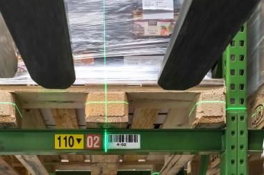 Mehr Leistung auf engstem Raum mit dem Schmalgangstapler NXV