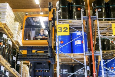 The explosion-proof MX-X forklift truck guarantees safe warehouse processes in hazardous materials warehouses