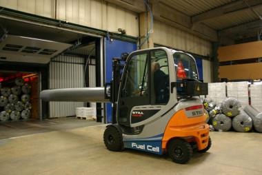 Fuel Cell gaffeltrucks fra STILL klarer behovet hos egetæpper