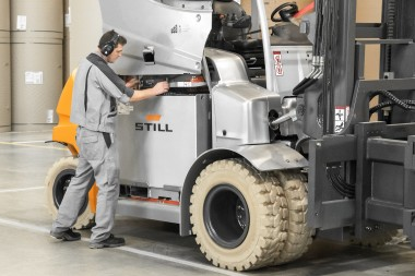 Self-cooling batteries: more power for large electric forklift trucks.