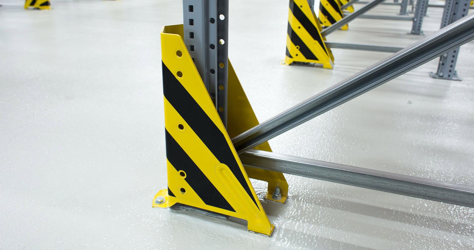 Schutz der Regalrahmen im Arbeitsgang