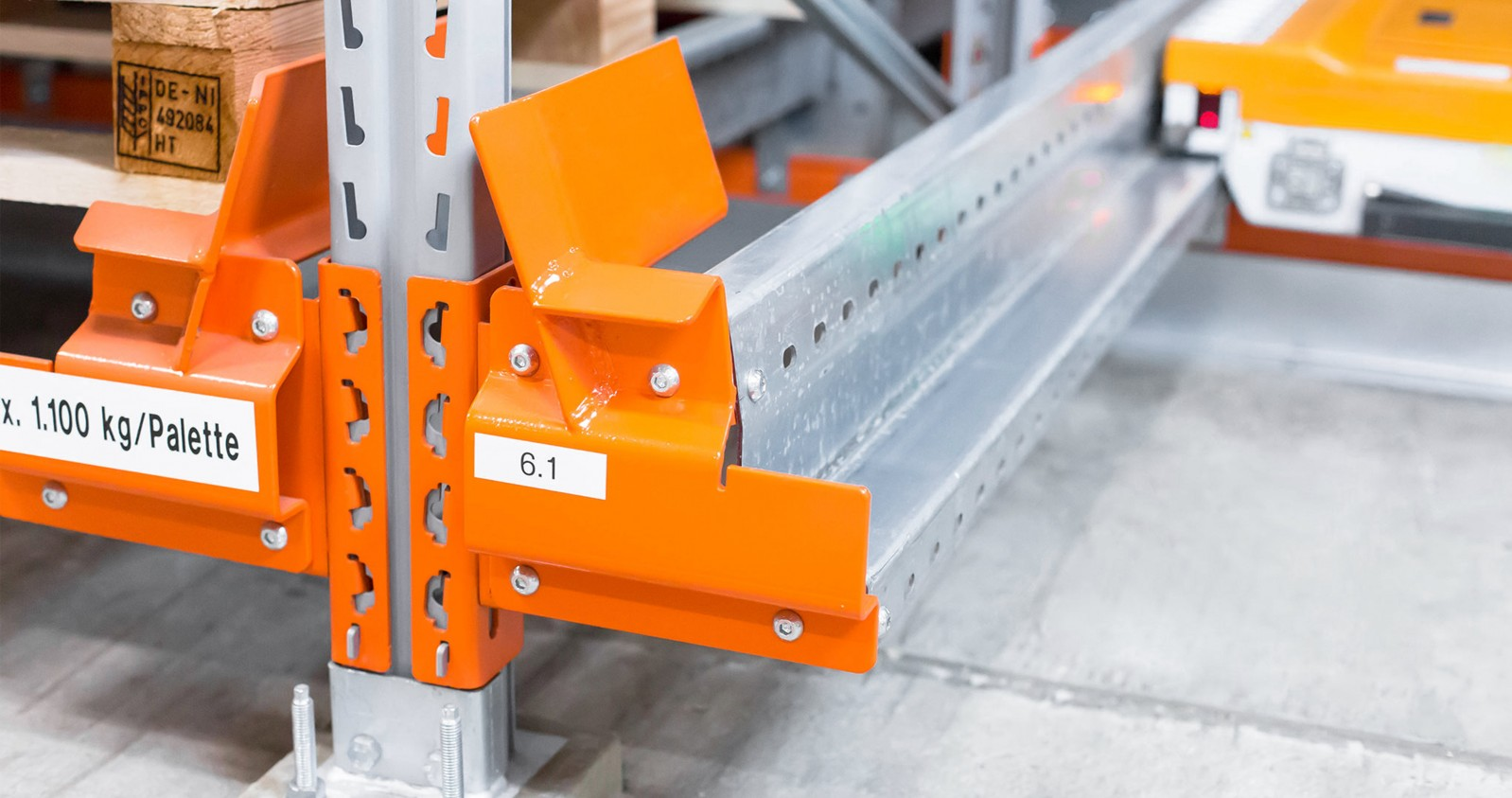 Pallet shuttle racks – components - support rail