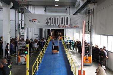 250.000stes Fahrzeug aus dem STILL Werk in Luzzara