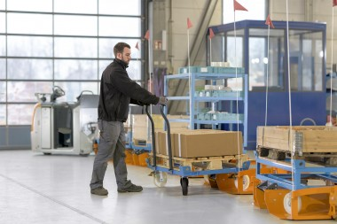 Automated tugger train systems guarantee efficiency, ergonomics and added value
