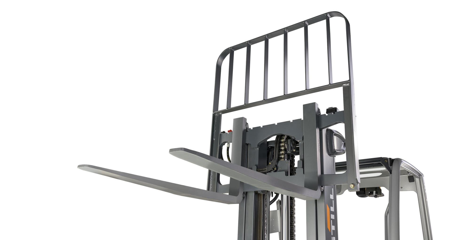 Vision des fourches en hauteur, dosseret d'appui de charge avec grilles de protection de la charge (maintien en place des marchandises)