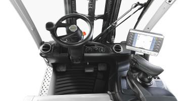Chariot élévateur électrique RX 20 1,4 - 2,0 t - poste de travail avec organes d'affichage et de commande + Joystick 4Plus +chauffage