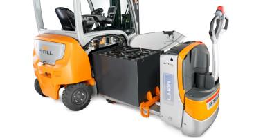 Chariot élévateur électrique RX 20 1,4 - 2,0 t - changement de batterie avec un chariot électrique