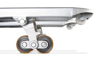 Transpalette électrique à conducteur accompagnant ECH 15 - vision sur les fourches avec double roues (rouleau d'entrée)