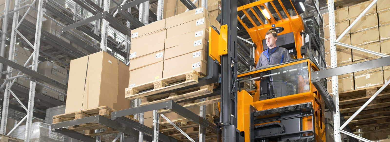 Order picking stacker trucks - High up in very narrow aisles