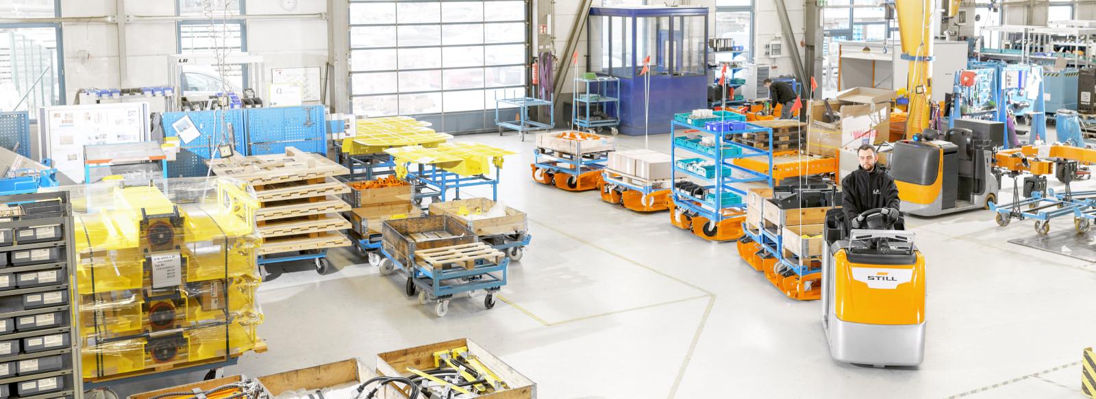 LiftRunner® de STILL - Un approvisionnement efficace de la ligne de production grâce aux trains de remorque